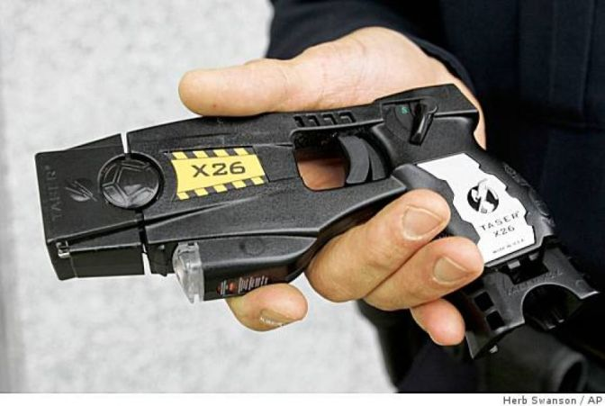 Best Conclusion to Situation Involving Taser, Ever. FAIL LEVEL: EXPERT (Video)